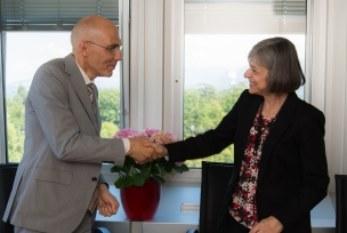 Un nuevo acuerdo entre ACNUR y OIT para ayudar a refugiados a encontrar trabajo