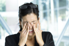 Consejos sencillos para evitar el ojo seco y la fatiga ocular en la oficina