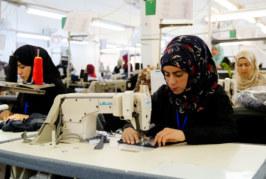 La mejora de las condiciones de trabajo en la industria textil hace una vida mejor y negocios más fuertes para los trabajadores