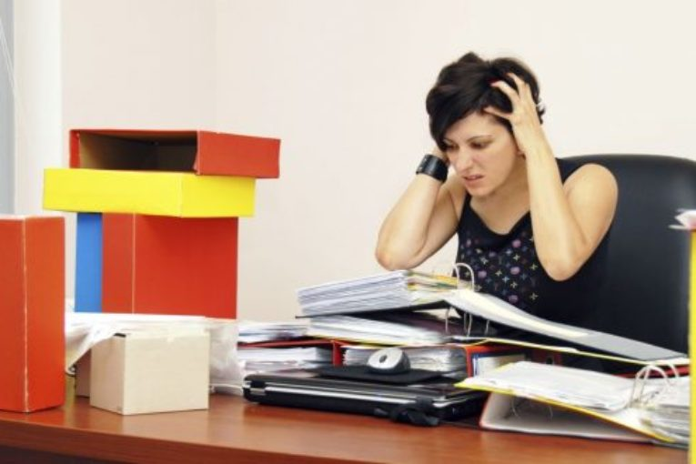 Resultado de imagen de Con un estrés laboral  prolongado ,el riesgo de cancer es mayor