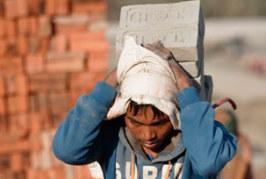 OIT: Organizaciones se unen para combatir la invisibilidad de los hornos de ladrillos del sur de Asia